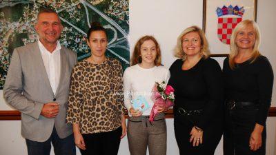 VIDEO Održano primanje za mladu plivačicu Petru Komarac državnu prvakinju u 200 m prsno