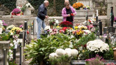 FOTO Danas se obilježava blagdan Svih svetih uz sjećanje na drage pokojnike