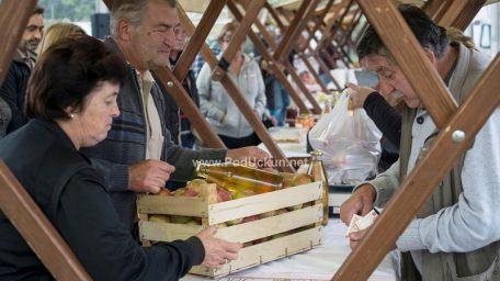 VIDEO/FOTO: Dan domaće jabuke i meda na Veletržnici predstavio zdrave i prirodne proizvode kupcima @ Matulji
