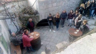 U OKU KAMERE Opatijski đaci posjetili Kastav kako bi se upoznali s poviješću svog kraja
