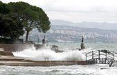 FOTO/VIDEO Južina ne posustaje – DHMZ izdao crveni alarm za Kvarner i Istru