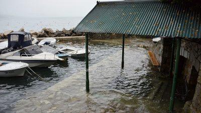 Alta marea na Kvarneru – Visoka razina mora 'potopila' Dražicu i portić te kupalište Slatina