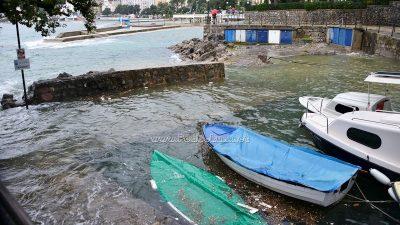 FOTO Alta marea na Kvarneru – Visoka razina mora 'potopila' Dražicu i portić te kupalište Slatina