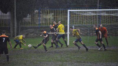 FOTO/VIDEO Remi i katastrofalni uvjeti za igru obilježili Liburnijski derbi između Lovrana i Drage