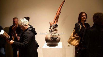Glina i tavaloni u fokusu izložbe skulptura i instalacija Mladena Ivančića @ Lovran
