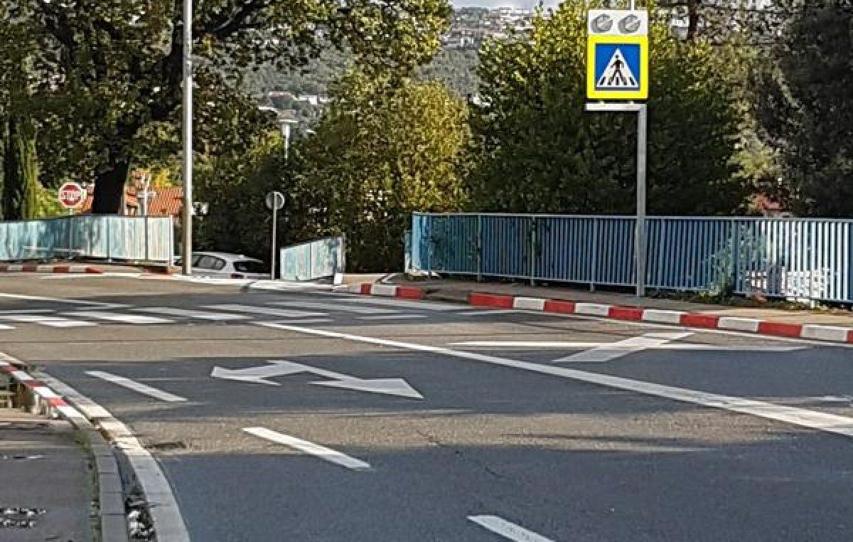 Za veću sigurnost u prometu – Postavljena dodatna prometna signalizacija kod Nove škole @ Opatija