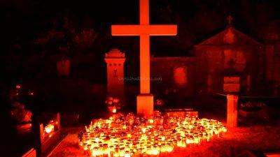 FOTO Sjećanje na drage pokojnike – Stotine lumina obasjale liburnijska groblja na blagdan Svih svetih