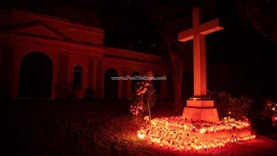 Sjećanje na drage pokojnike – Stotine lumina obasjale liburnijska groblja na blagdan Svih svetih