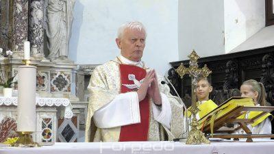 FOTO Nakon 40 godina velečasni Franjo Jurčević oprostio se od svojih župljana