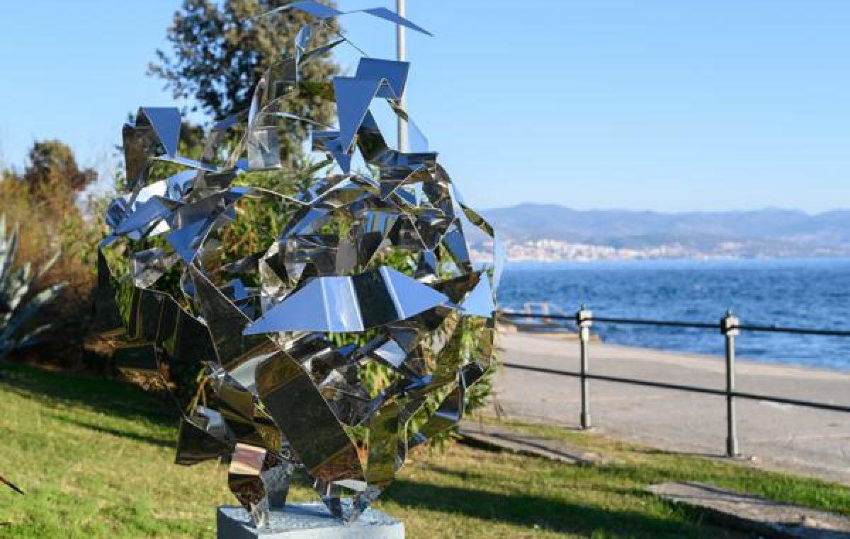 U OKU KAMERE Vedran Ružić postavio devet umjetničkih skulptura