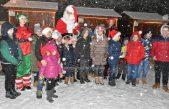 FOTO/VIDEO Božićna bajka u Parku prirode Učka: Omiljeni djedica stigao u svoju snježnu rezidenciju na Poklonu
