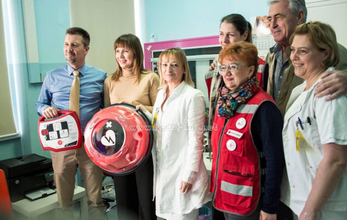 U OKU KAMERE Opatija 21 donirala vanjski defibrilator Domu zdravlja PGŽ