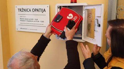 Vrijedna donacija opatijskih Lionsa – Defibrilator i na Mrkatu