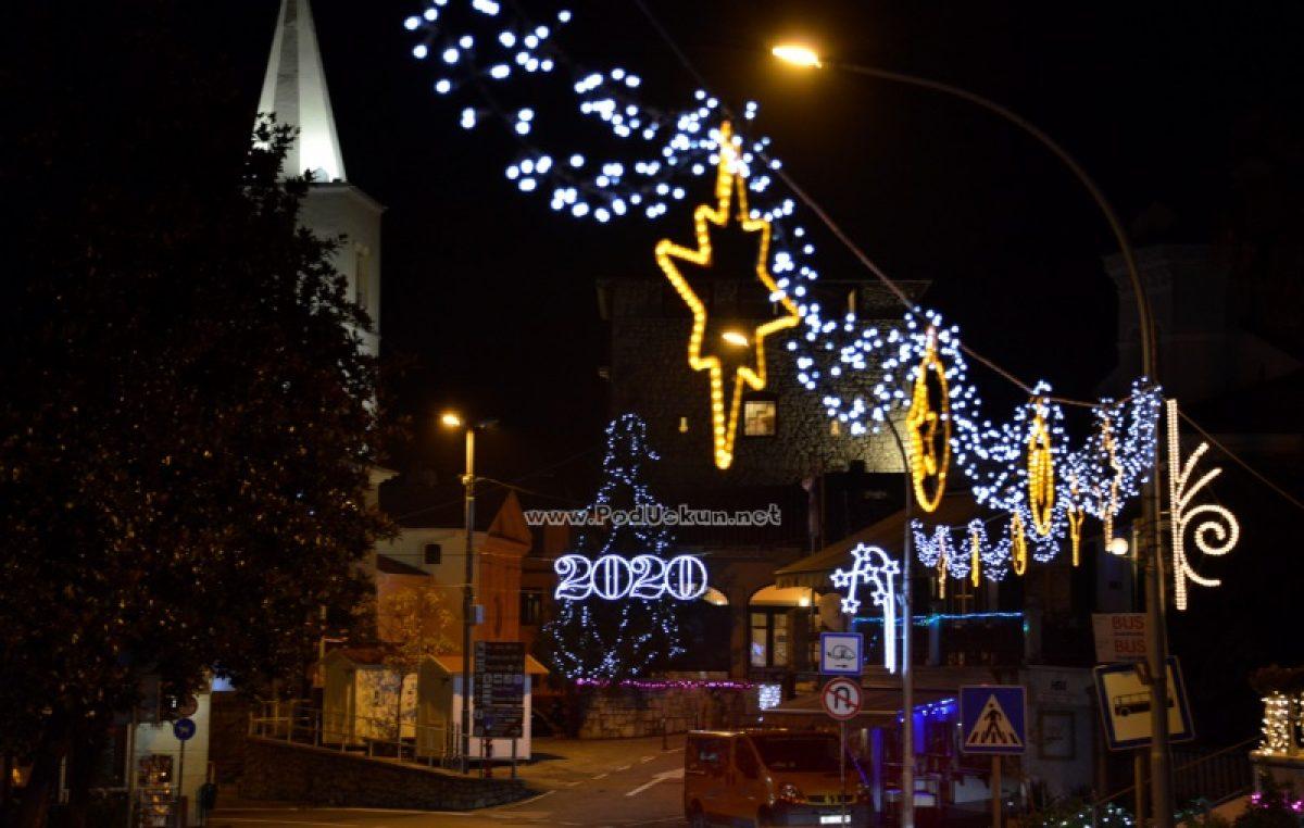 FOTO Lovran ogrnuo blagdansko ruho – Sutra službeno počinje 'Advent Lovran – Božić je judi'