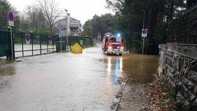 VIDEO/FOTO Obilna kiša potopila Kvarner, jako jugo i obilna kiša dalje stvaraju probleme