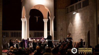 FOTO/VIDEO Opatijski komorni orkestar održao Božićni koncert posvećen djelima velikih romantičara