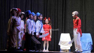 FOTO Lovranski školani pred prepunim kinom izveli priredbu inspiriranu Orašarom