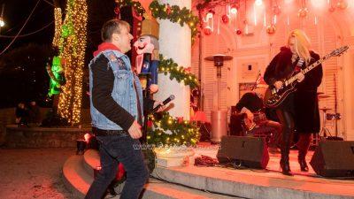Brojni Opatijci dočekali Božić uz Šajetu kod Šporera, vrhunac programa na mrkatu pokvarila kiša