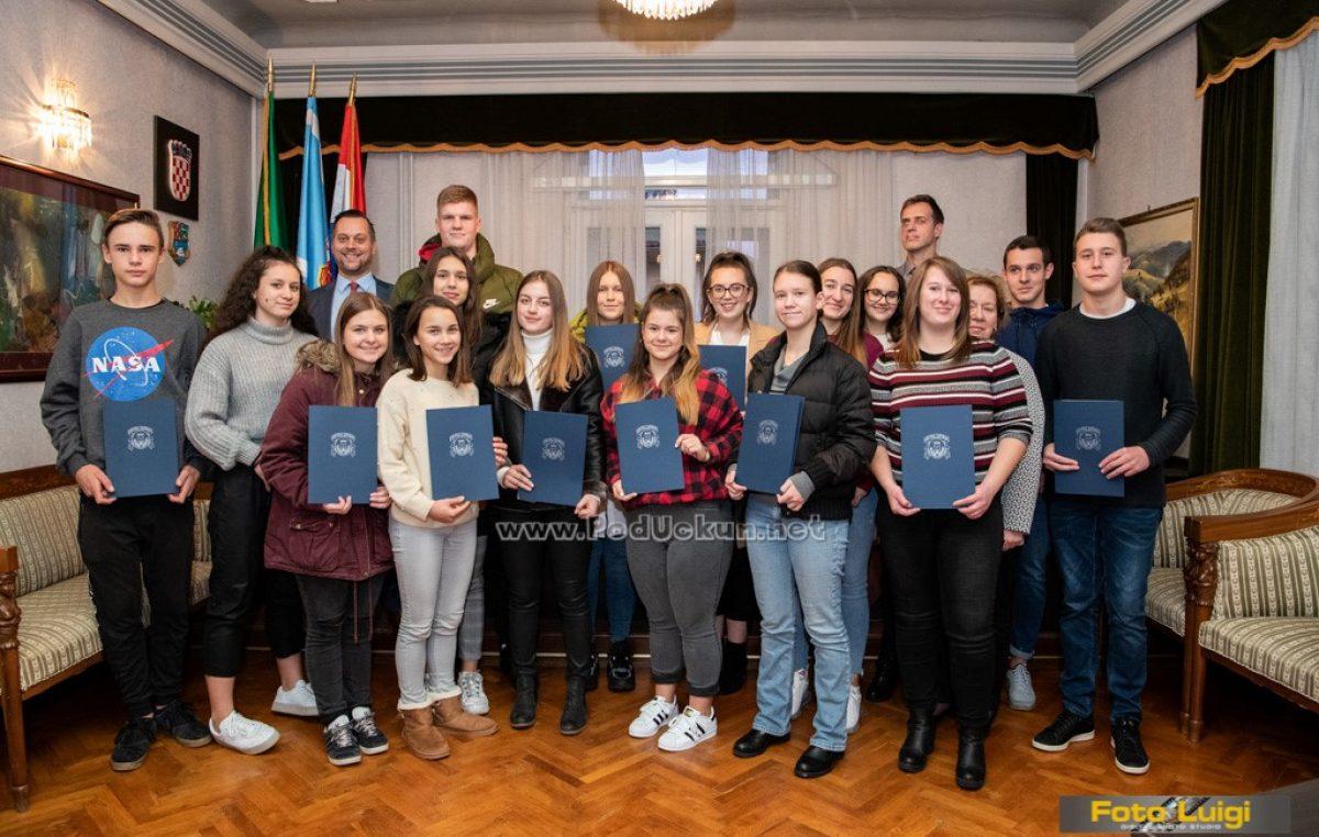 Općina Lovran raspisala natječaj za dodjelu stipendija učenicima i studentima za školsku godinu 2021/2022.