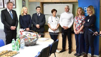 """VIDEO Klinici za pedijatriju KBC Rijeka uručena donacija prikupljena na manifestaciji """"Noć šampiona Matulji 2019."""""""