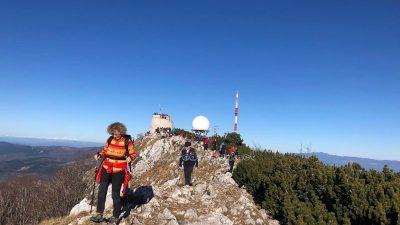FOTO Održan tradicionalni Novogodišnji pohod – Mlado leto na Vojake 2020. okupilo 250 planinara