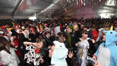 VIDEO/FOTO Koktelsi, Reaktiva i Decibeli 'zakuhali' pusno ludilo – Velikom feštom otvoren Maškarani centar Kastav