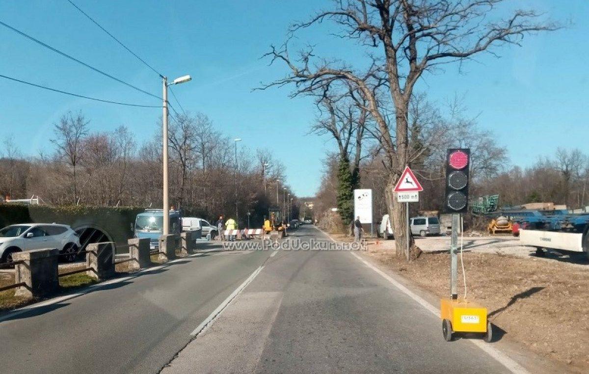 Zbog radova izgradnje nadvožnjaka budućeg čvora Trinajstići privremeno će se zaustaviti sav promet
