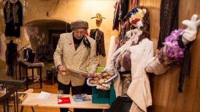 Programom 'Doba vodenjaka trens plesnjak' i otvorenjem izložbi maškaranih udruga 'In Bambo veritas' i 'Pešekani' nastavljen karneval u Lovranu