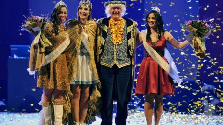 FOTO Dora Pilepić nova Kraljica karnevala, pratilje Sanja Pešćica i Sara Puž stižu iz Kastva i Matulja