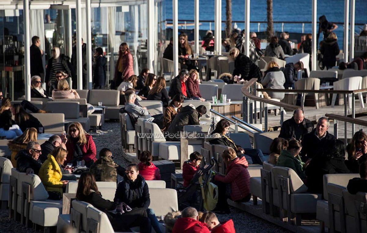 FOTO Predivan dan ispunio šetališta i terase kafića brojnim posjetiteljima @ Opatija