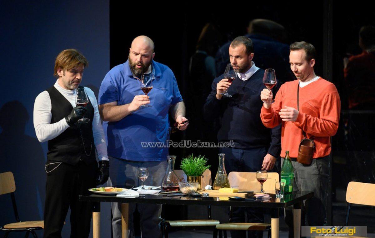 Izvedena predstava 'Ja od jutra nisam stao': Kako izgleda kad muškarci kuhaju, peru i 'dadiljaju'