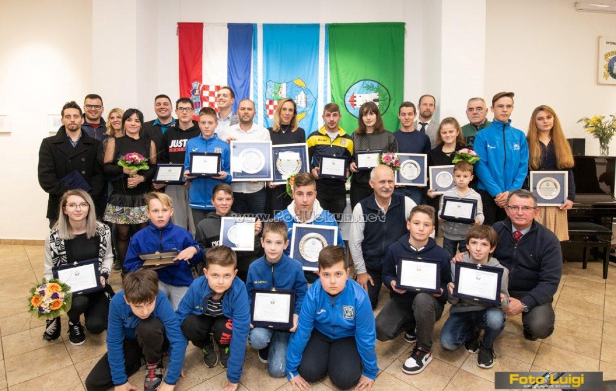 FOTO Marina Mavrinac Matulja, Dejan Kinkela, BK Lovran te Iris i Mistral Matulja najbolji sportaši Lovrana