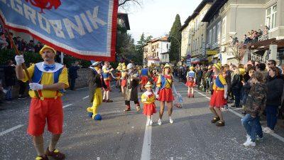FOTO/VIDEO Neobuzdano pusno ludilo Lovran pretvorilo u maškarani epicentar: Održana 53. Međunarodna karnevalska povorka