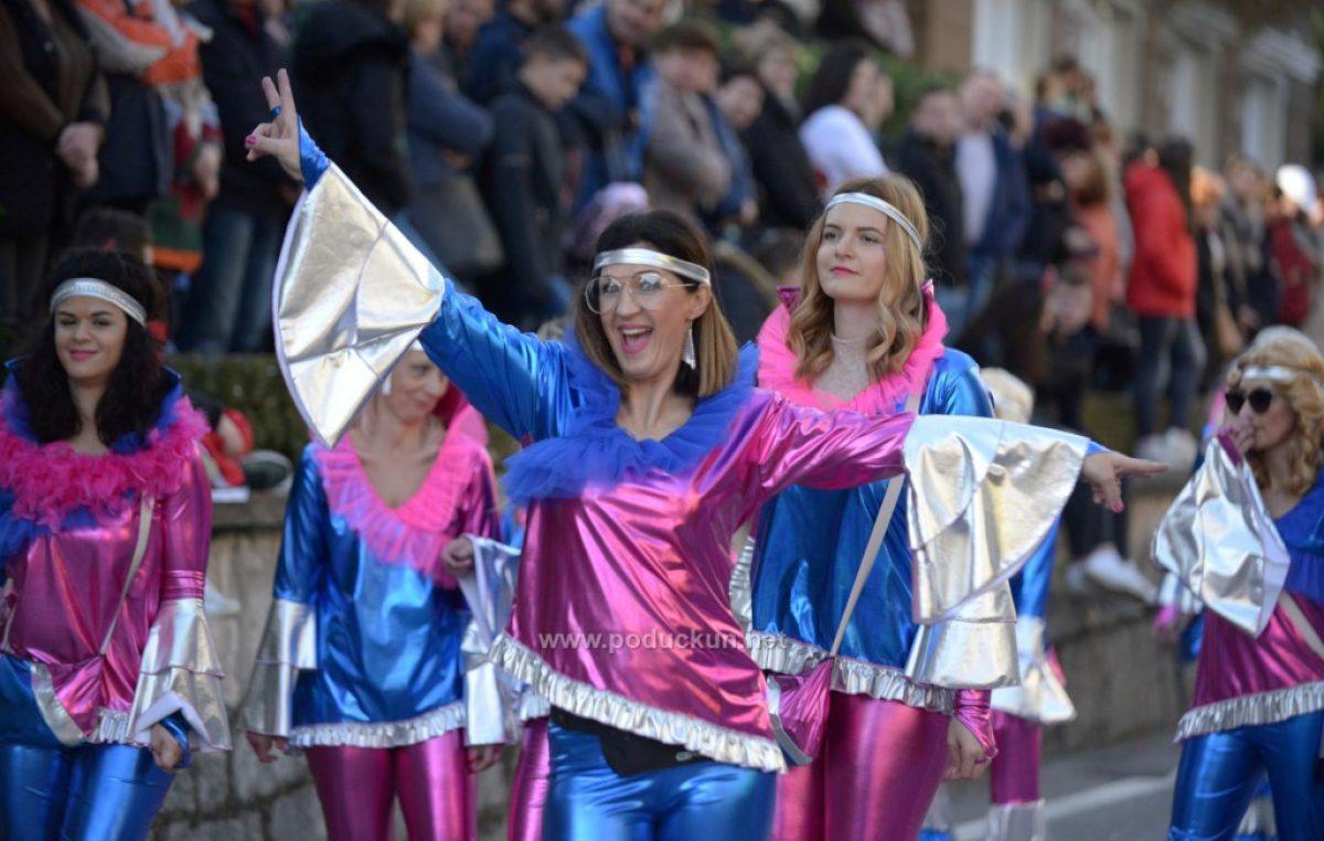FOTO/VIDEO Stigao je vrhunac karnevala, krenula je velika Međunarodna karnevalska povorka Lovran
