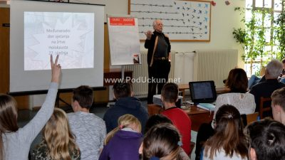 """U OKU KAMERE Učenici osnovne škole """"Drago Gervais"""" obilježili Dan sjećanja na holokaust"""