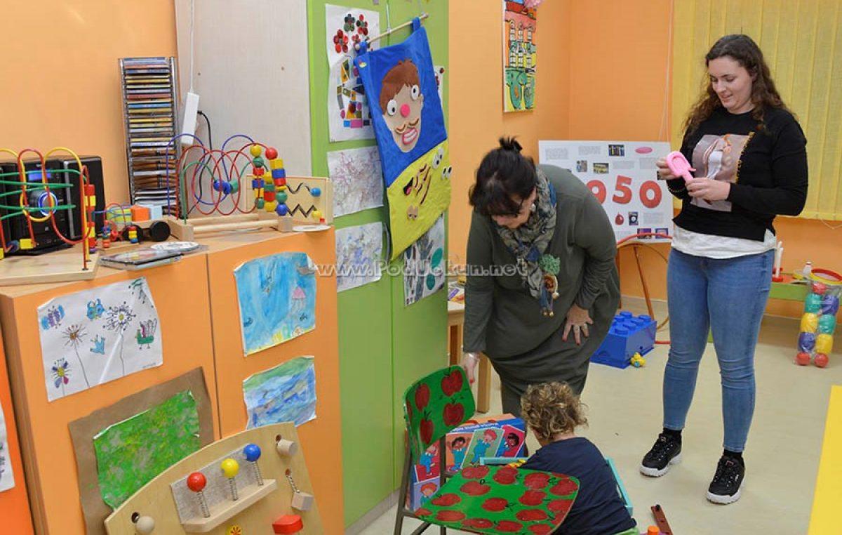 """U OKU KAMERE Društvo """"Naša djeca"""" Opatija priključilo se Noć muzeja izložbom dječjih igračaka"""