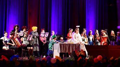 U OKU KAMERE Mlade lovranske glazbe nade održale sjajan karnevalski koncert