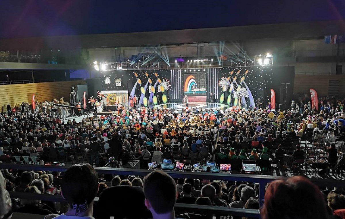 """VIDEO 'Opera rurale' posvećena lokalnoj karnevalskoj tradiciji, Mario Lipovšek Battifiaca """"Djevojku sa sela"""" posvetio predsjednici Grabar Kitarović"""