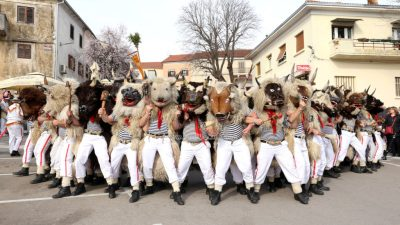 FOTO/VIDEO Halubajski zvončari obišli Kastav – Nastavila se tradicija duga više od sedamdeset godina