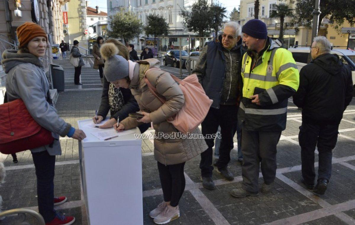 FOTO Odličan odaziv za potpisivanje peticije za zaustavljanje betonizacije – Prikupljeno više od 400 potpisa, akcija se nastavlja iduće subote