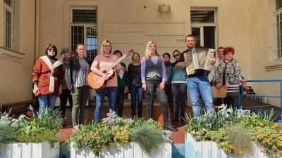 VIDEO Kreativnost u doba izolacije: Riječki nastavnici duhovitom glazbenom izvedbom dali podršku učenicima i kolegama