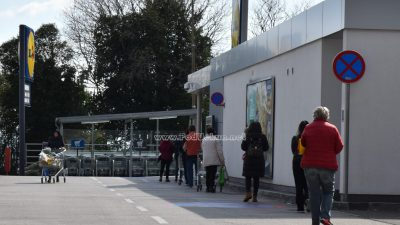 U OKU KAMERE Tržnice zatvorene, zbog strogih higijenskih mjera dugi redovi ispred butiga