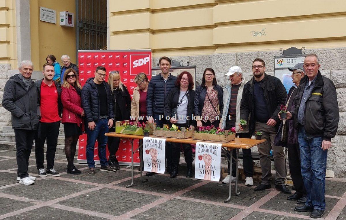 U OKU KAMERE: Šarenim maćuhicama SDP-ovci darivali Opatijke povodom 8. marta