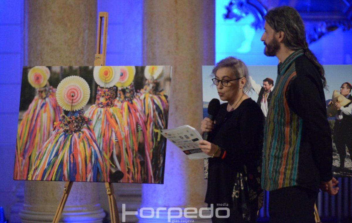 VIDEO/FOTO Otvorena izložba 'Tragom hrvatske baštine' – Virtualno otvorenje popratila brojna publika putem prijenosa uživo