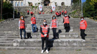 """U OKU KAMERE Volonteri """"call centra"""" opatijskog Crvenog križa svakodnevno dostupni građanima"""
