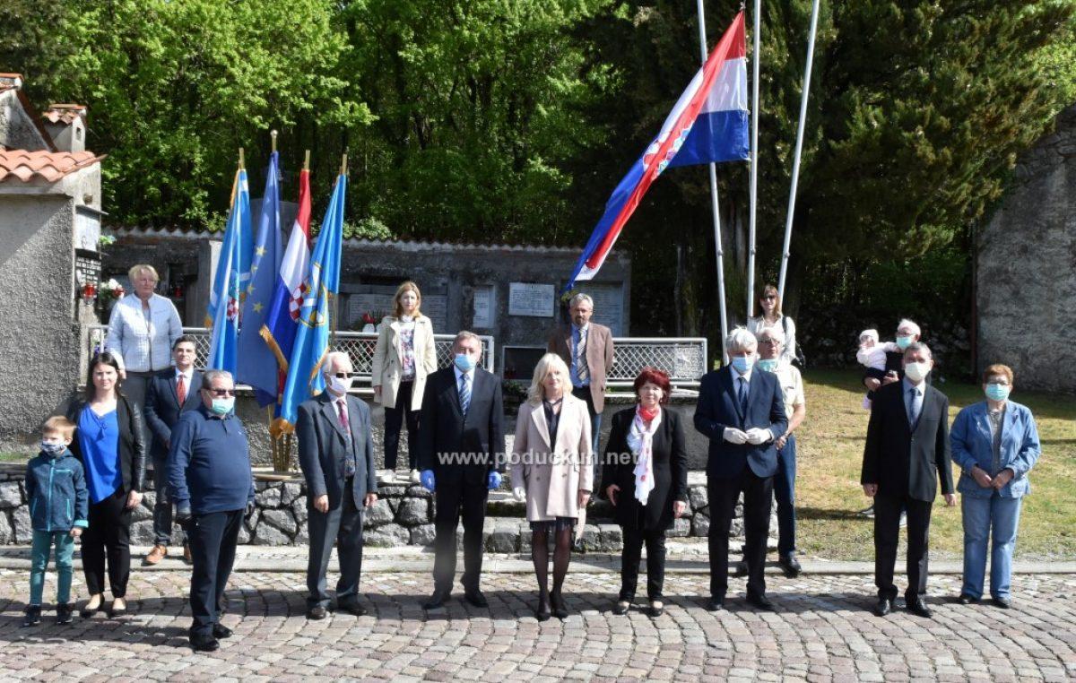FOTO/VIDEO Polaganjem vijenaca obilježena 76. obljetnica fašističkog zločina u selu Lipa