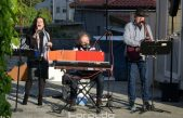 VIDEO/FOTO Na Zametu nastavljeni 'korona koncerti' – Vlatko, Elizabeta i Damir održali nadahnut nastup na parkingu