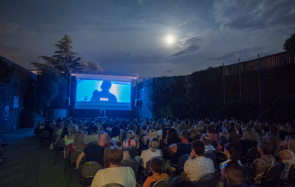 Kreću događanja na opatijskoj Maloj ljetnoj pozornici: U subotu besplatna projekcija velikog filmskog hita