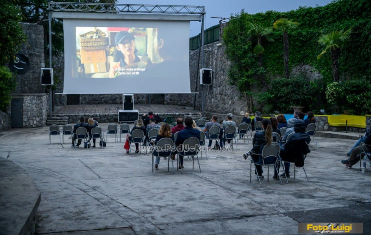 FOTO Filmski hitovi vratili se na Ljetnu pozornicu – Parazit privukao Opatijce u kino pod zvijezdama