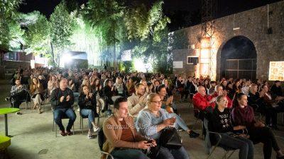 Savršen stand-up show za dejt DEJTNAJT na Ljetnoj pozornici u Opatiji
